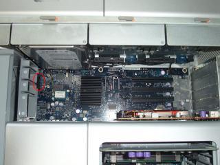 Mac側補助電源コネクタの位置