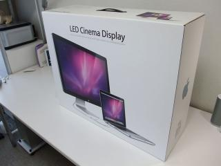 LED Cinema 27inch 製品箱
